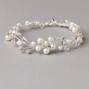 Jewelry - Pretty Floral Swarovski Crystal Bracelet